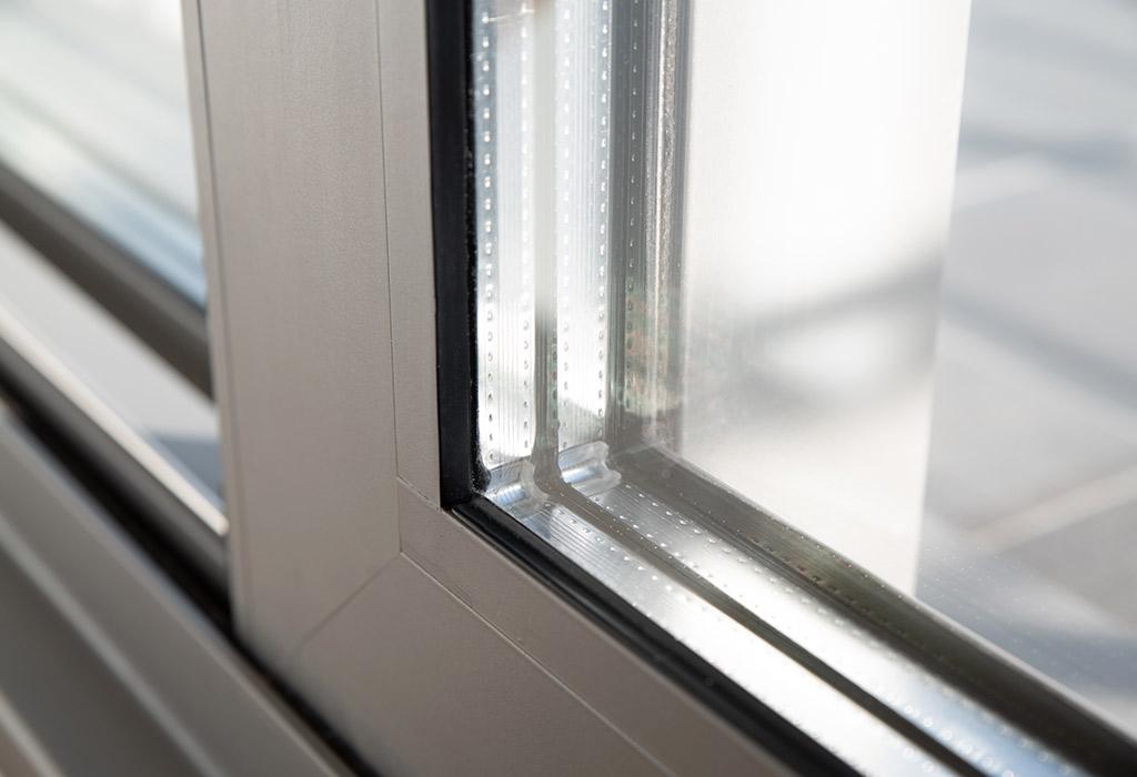 Nahansicht eines Aluminiumfensters vom Montagebetrieb Haß bei Kiel