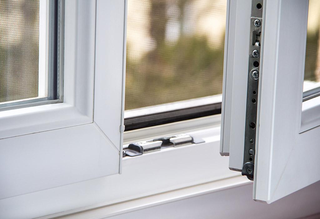 geöffnetes weißes Kunststofffenster von Montagebetrieb Haß bei Kiel
