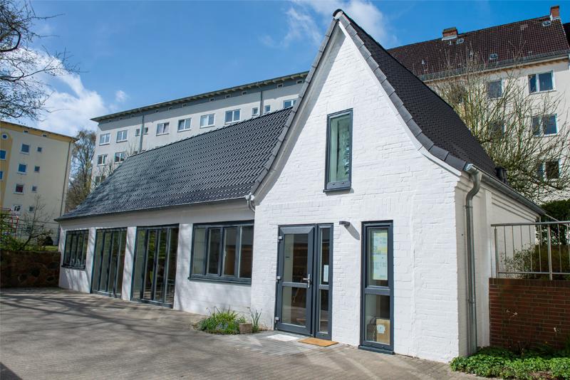 Individuelle Großfensterfronten an einem Hinterhaus