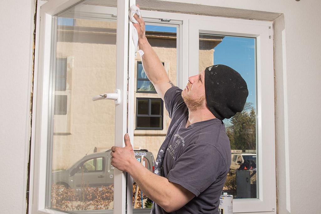 Reinigung eines neu eingebauten Fensters
